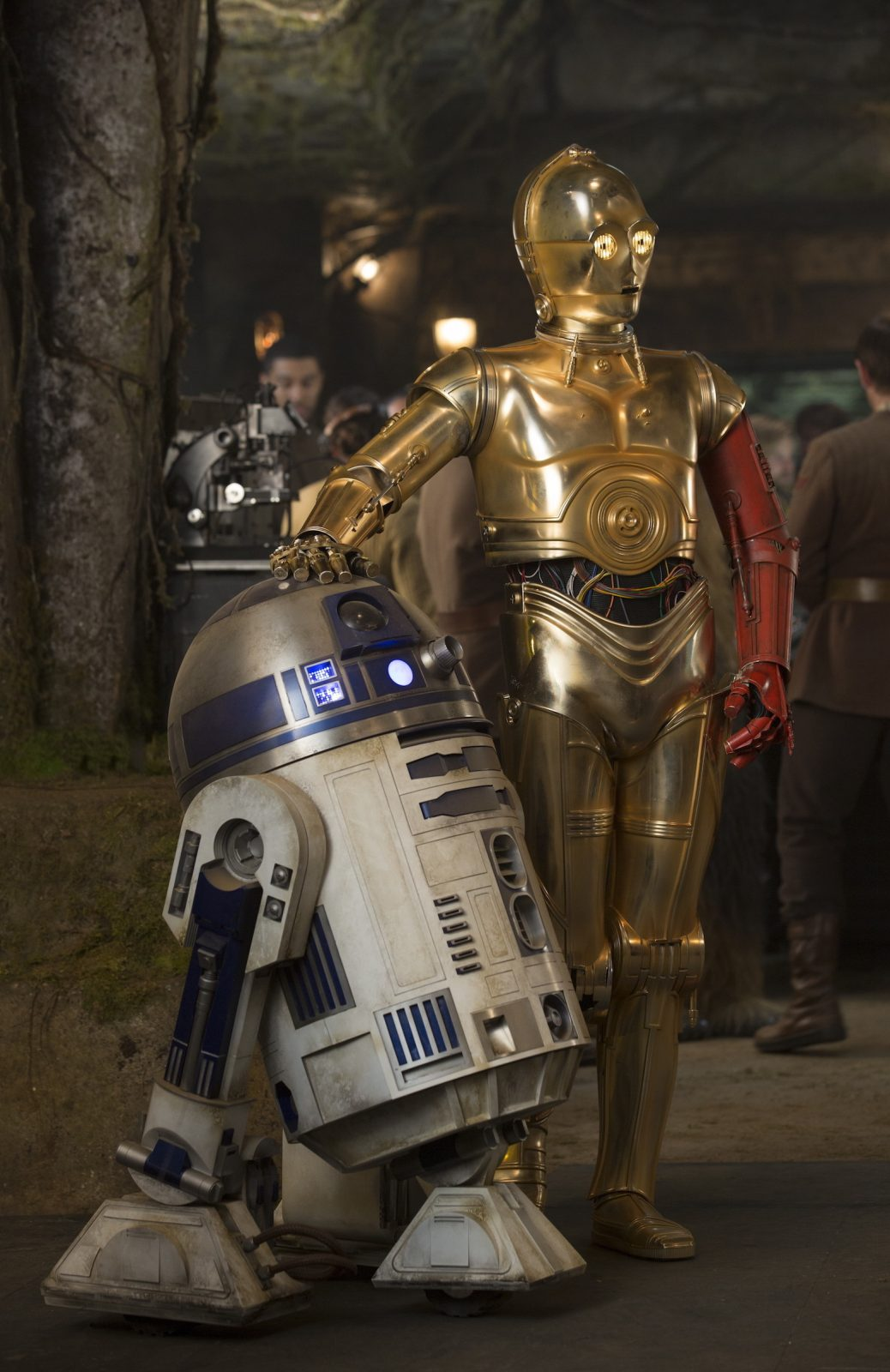 Star Wars VII The Force Awakens 9 - C-3PO with Red Arm and R2-D2